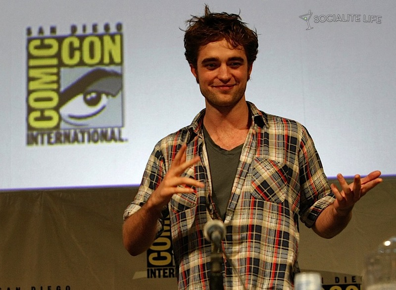 gallery_enlarged-comic-con-new-moon-press-conference-stage-07232009-03