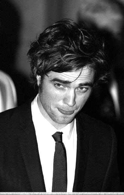 robert pattinson twilight premiere. pics of Robert Pattinson