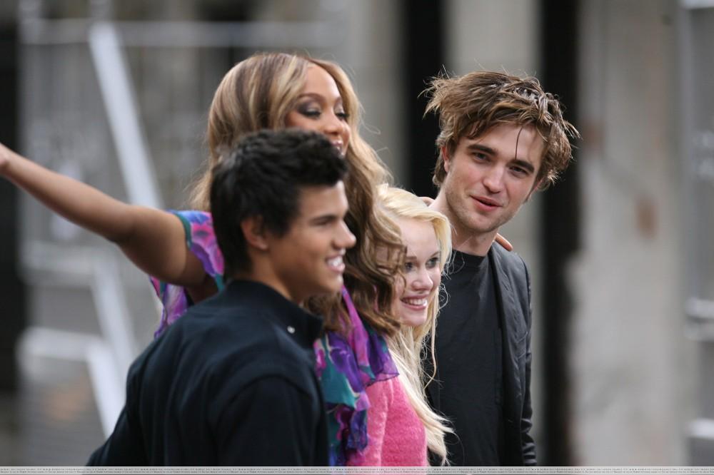 """Die Schauspieler von """"Twilight"""" kamen zu einem Live-Auftritt in die Tyra Banks Show"""