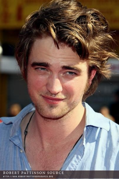 Flashback Pic Post: Robert Pattinson at the Premiere of ...