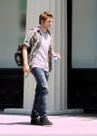 "Robert Pattinson on location with ""Remember Me"" in NYC"