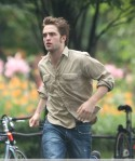 Robert Pattinson is the running man in NYC