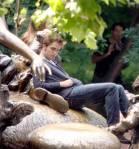 ROBERT PATTINSON mit seinem Filmkind auf Märchen - Bronzefiguren im Central Park