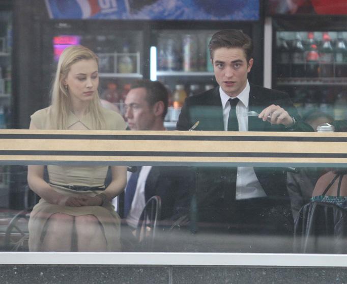 Robert Pattinson eats breakfast in Toronto