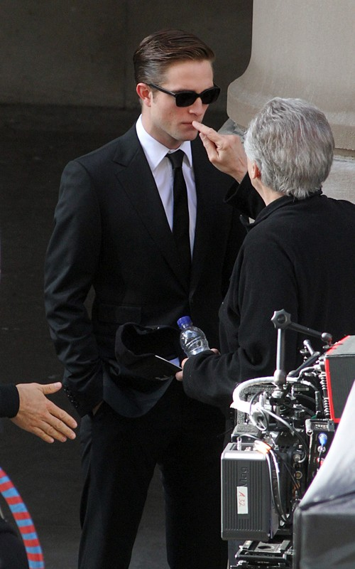 robert-pattinson-061211-8