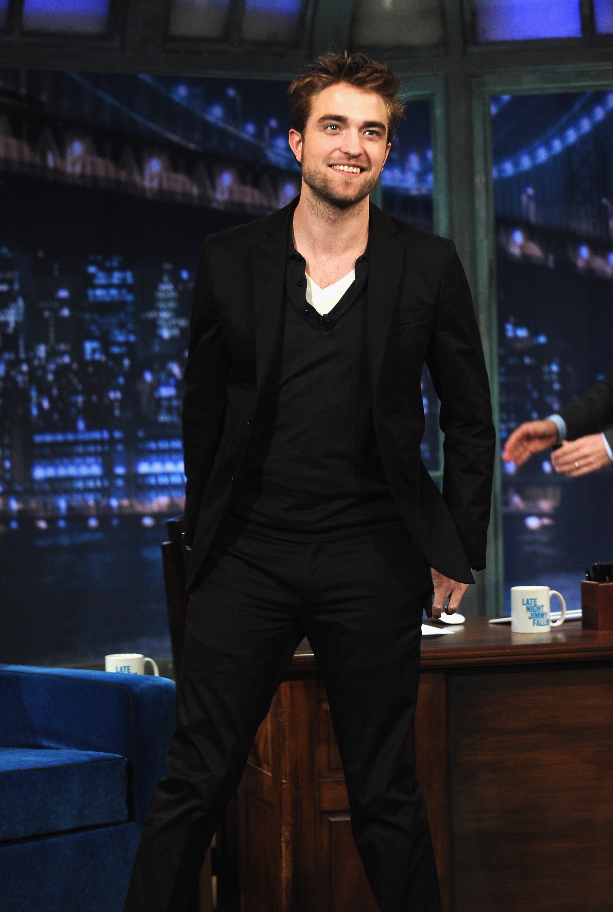 HQ Pictures of Robert Pattinson On Jimmy Fallon   Thinking