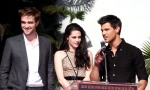 Kristen Stewart, Robert Pattinson And Taylor Lautner Hand And Footprint Ceremony in LA