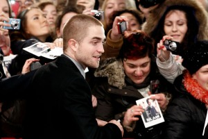 pattinsonlifeberlinredcarpet2012 (10)
