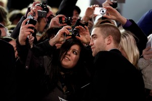 pattinsonlifeberlinredcarpet2012 (4)