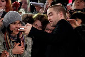 pattinsonlifeberlinredcarpet2012 (7)