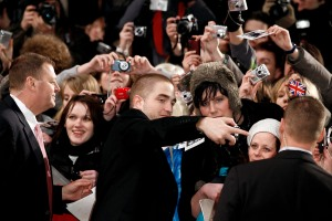 pattinsonlifeberlinredcarpet2012 (8)