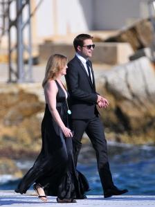 ROBERT PATTINSON steigt in Cannes aus einer Yacht