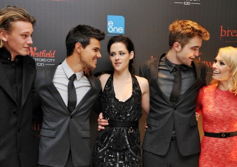 Robert+Pattinson+Myanna+Buring+Breaking+Dawn+vXnEuQ8lkC7l