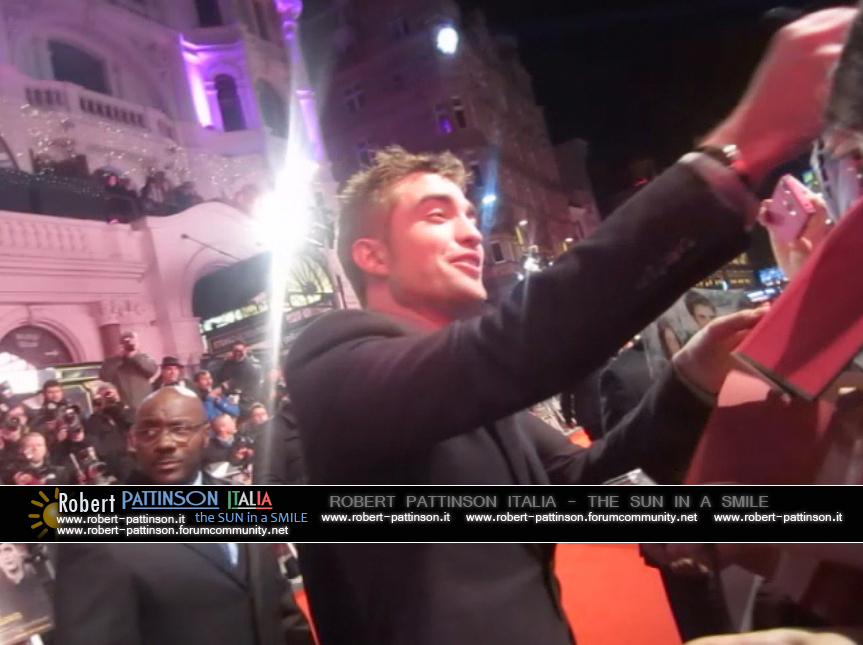 robert pattinson italia the sun in a smile photo london 1