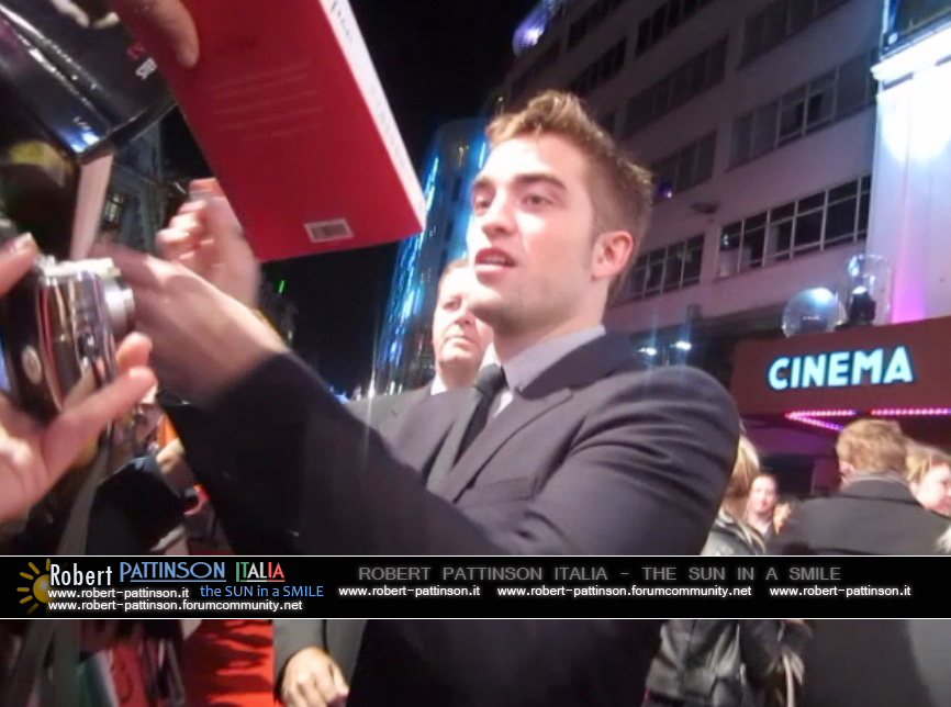 robert pattinson italia the sun in a smile photo london 15