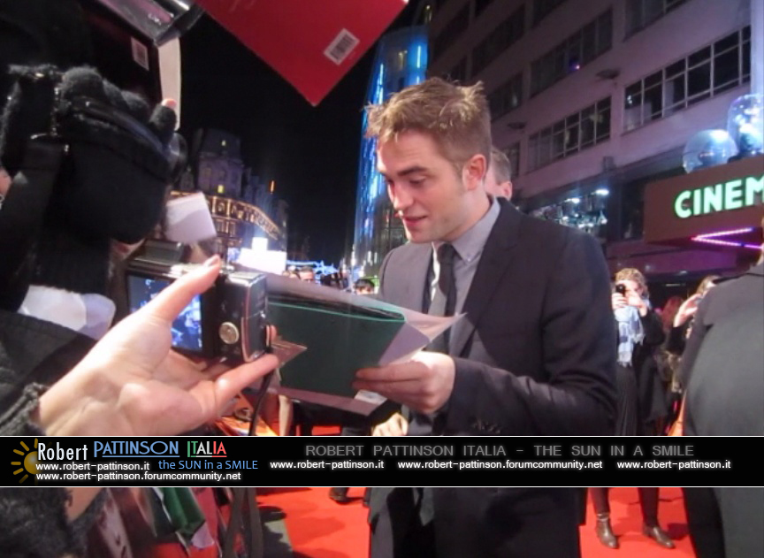 robert pattinson italia the sun in a smile photo london 18