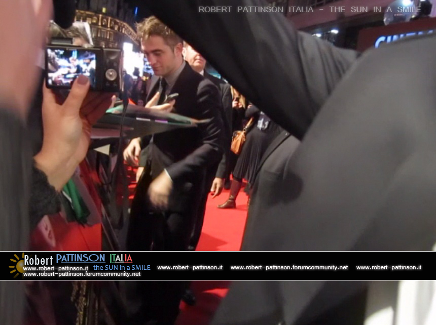 robert pattinson italia the sun in a smile photo london 20
