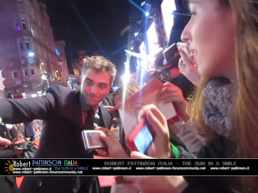 robert pattinson italia the sun in a smile photo london 22