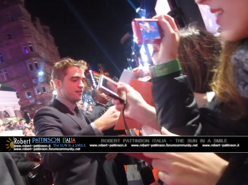 robert pattinson italia the sun in a smile photo london 23