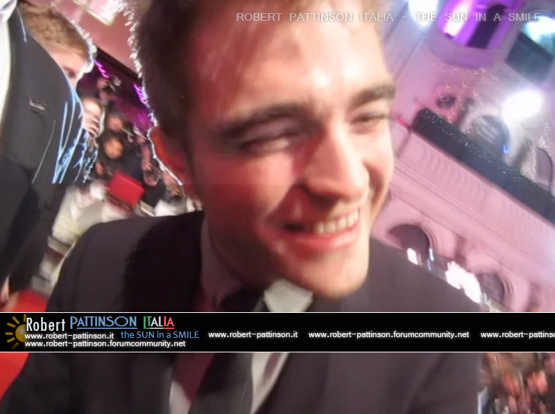 robert pattinson italia the sun in a smile photo london 9