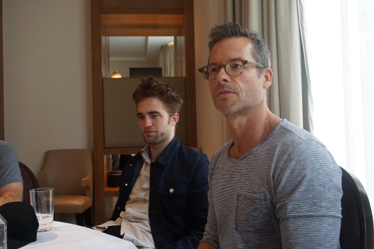 Robert-Pattinson-and-Guy-Pearce-at-The-Rover-interview