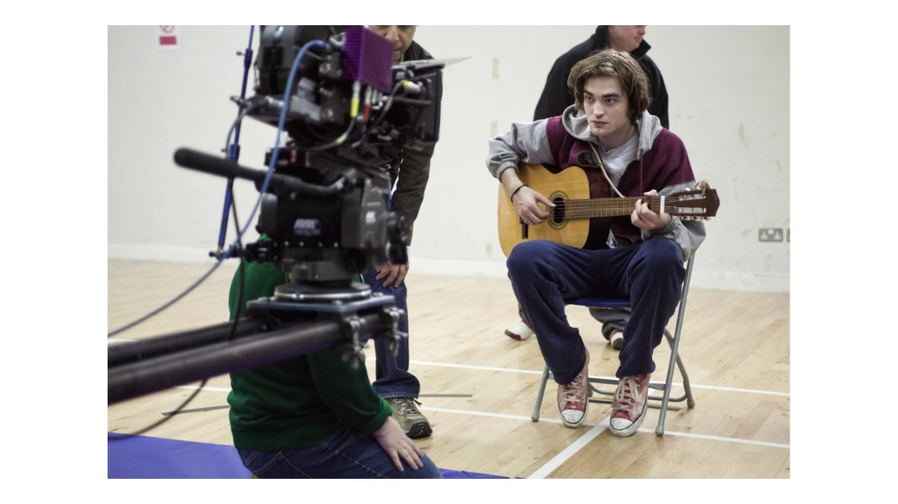 ON SET WITH ROBERT PATTINSON.mp4_20151022_123227.656
