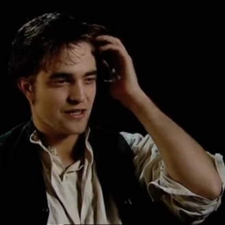 Robert Pattinson on Georges Duroy.mp4_20151026_083008.430