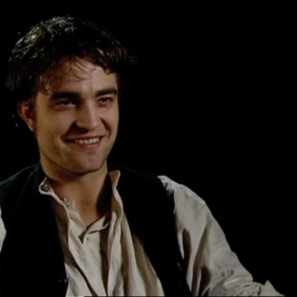 Robert Pattinson on Georges Duroy.mp4_20151026_083055.750