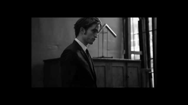 BTS Video of Robert Pattinson s Dior Photoshoot by Peter Lindbergh - 2016.mp4_20160528_150530.504